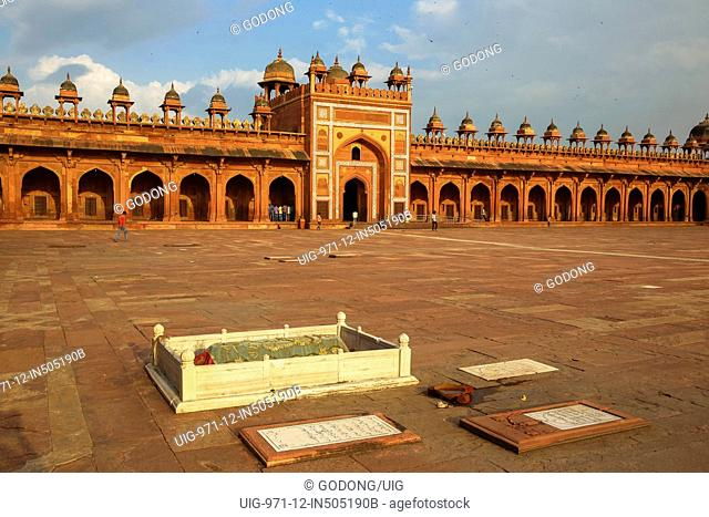 Fatehpur Sikri, founded in 1569 by the Mughal Emperor Akbar, served as the capital of the Mughal Empire from 1571 to 1585