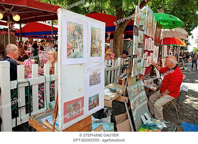 PAINTERS PAINTING AND EXHIBITING THEIR WORKS ON PLACE DU TERTRE SQUARE, MONTMARTRE, PARIS 75, FRANCE