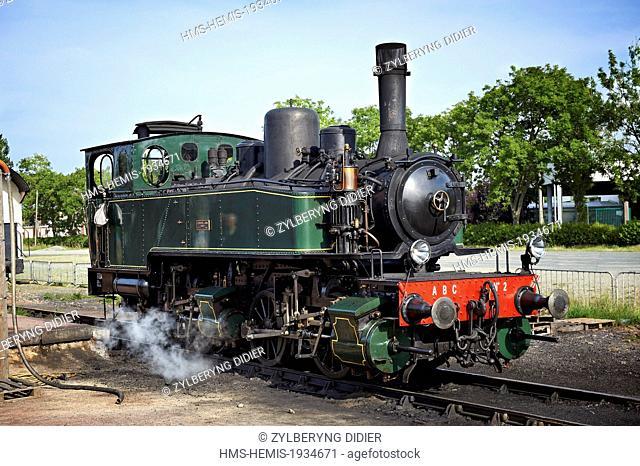 France, Cotes d'Armor, Paimpol, train touristique de La Vapeur du Trieux, at the station