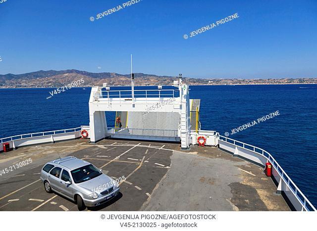 Ferry boat heading towards Messina Tremestieri ferry port of Sicily from Reggio di Calabria ferry port, Strait of Messina, Calabria, Southern Italy, Italy