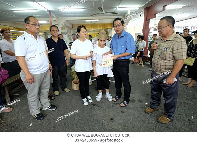 Widow donates money to Sarawak Chai's Clan Association. Sarawakian chinese funeral ceremony. Malaysia