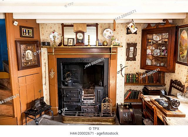 Wales, Cardiff, St Fagan's, Museum of Welsh Life, Interior display of Early 20th century Cottage