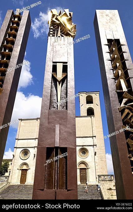 """Todi Umbria Italy. Concattedrale della Santissima Annunziata. Cathedral. Piazza del Popolo. The statue """"""""Quattro Stele"""""""" by Arnaldo Pomodoro"""