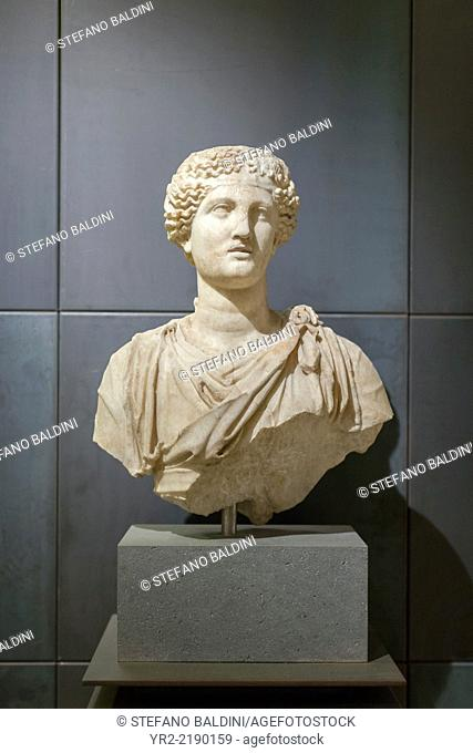 Female statue , MC inv 1125, from an original of the school of Praxiteles from the 4th century BC, pentelic marble, Capitoline museums, Rome, Italy