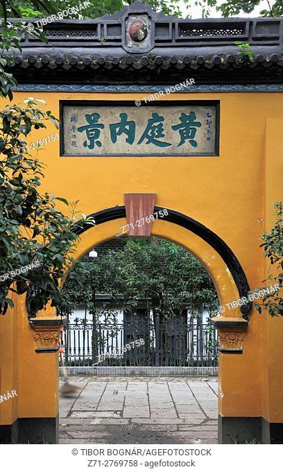 China, Zhejiang, Hangzhou, Baopu Taoist Temple, gate,