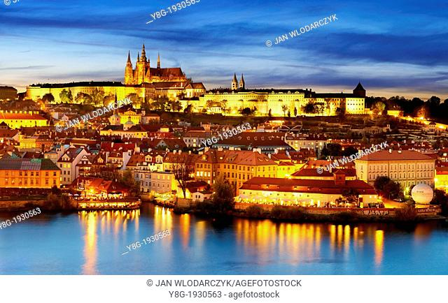 Prague, Hradcany - Vitus Cathedral and the Castle District at dusk, Prague, Czech Republic