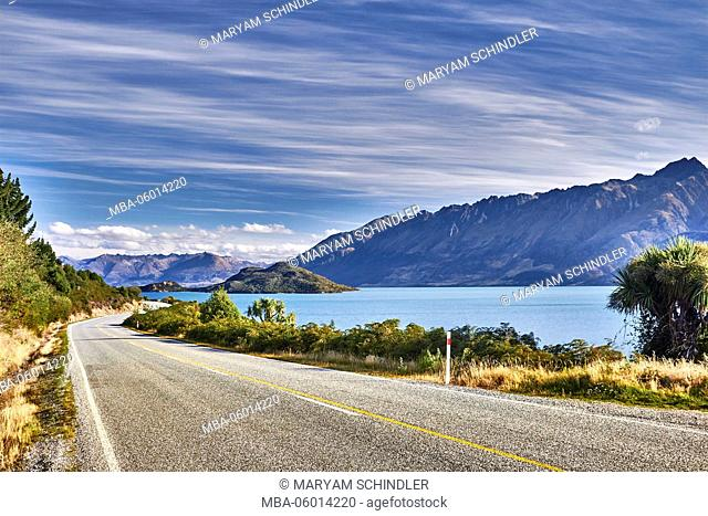 New Zealand, south island, picturesque route, southern scenic route, street with great view, lake Wakatipu, mountains