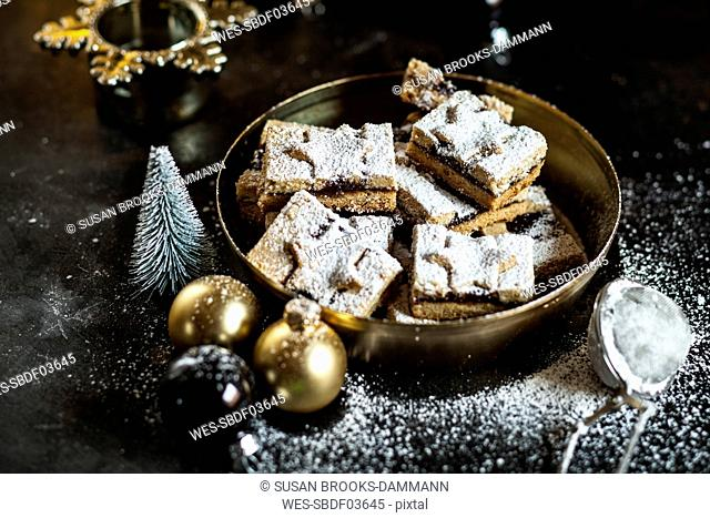 Linzer cookies with mulled wine filling