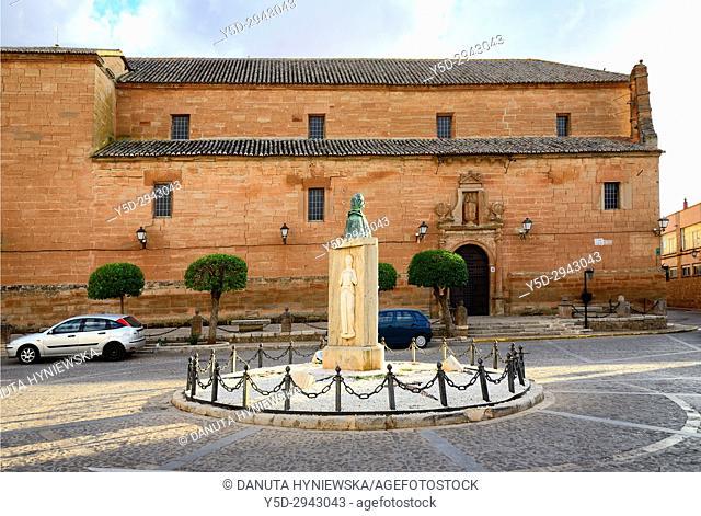 Plaza de San Juan, in front Iglesia de Santo Domingo, Villanueva de los Infantes, Ruta de Don Quijote, Ciudad Real, Castile-La Mancha, Spain, Europe