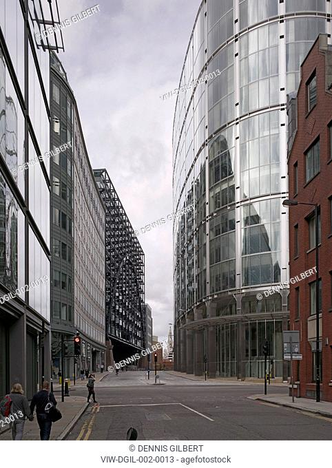 BROADGATE SOM SKIDMORE OWINGS & MERRILL ARUP ASSOCIATES LONDON 1986 VIEW THROUGH TO PRIMROSE STREET WITH BROADGATE TOWER AND EXCHANGE HOUSE, HISTORIC BUILDING