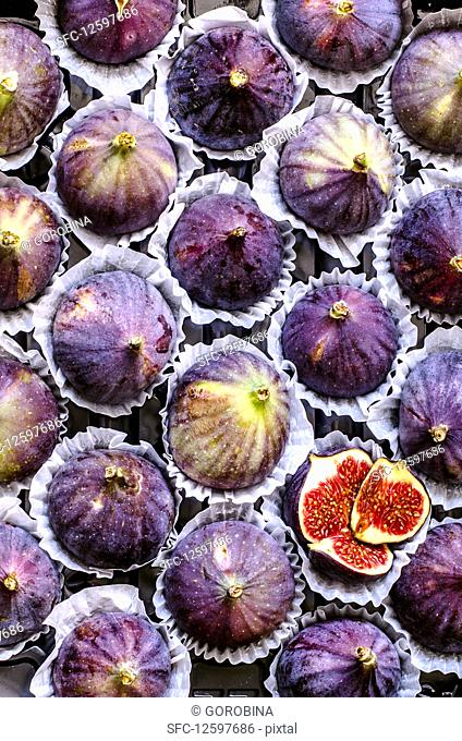 Fresh figs in individual paper packaging