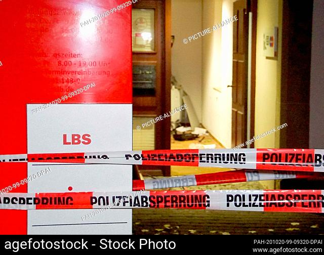 20 October 2020, Baden-Wuerttemberg, Besigheim: Barrier tapes of the police are placed in front of a crime scene in front of a bank in the village of...