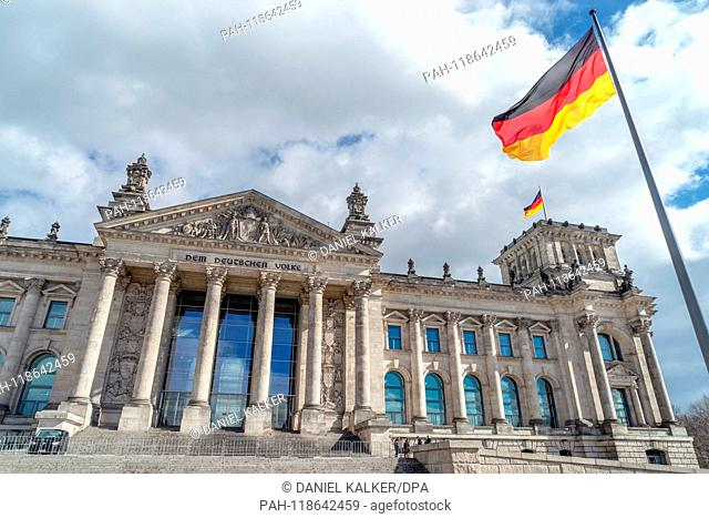 Germany: Reichstag building seen from the west..Photo from 18 March 2019. | usage worldwide. - Berlin/Berlin/Germany