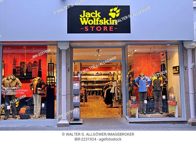 Shop of the outdoor outfitter Jack Wolfskin, Cologne, North Rhine-Westphalia, Germany, Europe, PublicGround