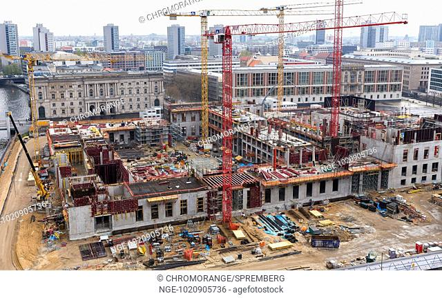 View of the castle construction site in Berlin Mitte