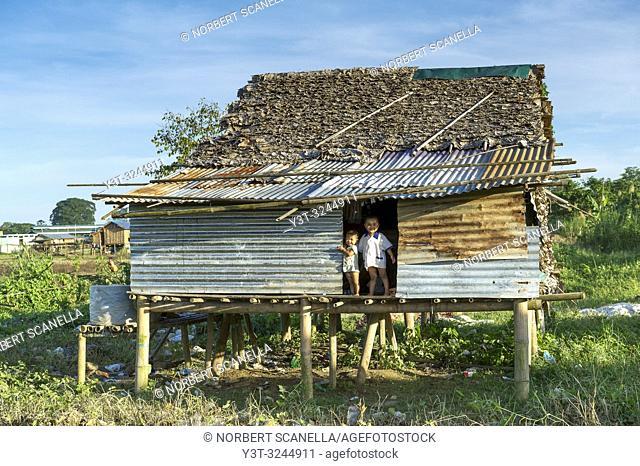 Myanmar (formerly Burma). Kayin State (Karen State). Hpa An. Peasant village. Childreen in a sheet metal house