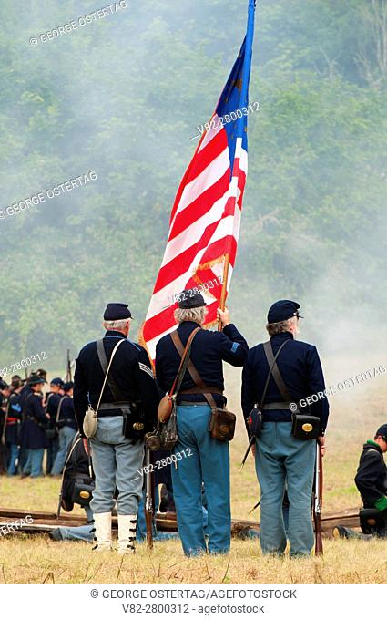 Union soldiers during battle re-enactment, Civil War Reenactment, Willamette Mission State Park, Oregon