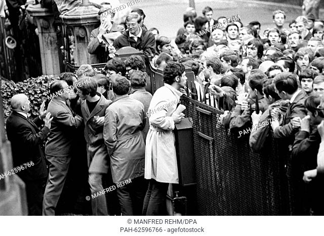 Students from Frankfurt try to enter the garden of the French consulate general on 06 May 1968. About 1,500 students gathered in front of the consulate to...