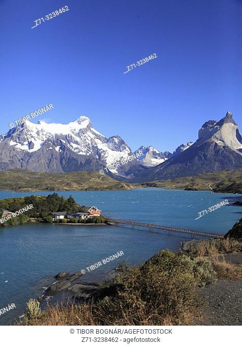 Chile, Magallanes, Torres del Paine, national park, Lago Pehoe, Hosteria Pehoe, Paine Grande, Cuernos del Paine,
