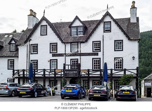 Cars of tourists in front of the Kenmore Hotel, Perth and Kinross, Perthshire in the Highlands of Scotland, UK
