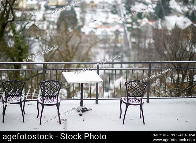 26 January 2021, Saxony-Anhalt, Wernigerode: Snow lies on a terrace of a closed restaurant. Overnight, a depression had brought snow to Saxony-Anhalt
