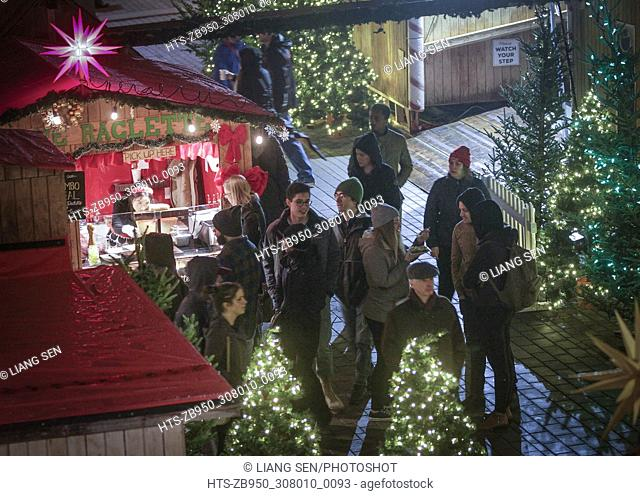 (171125) -- VANCOUVER, Nov. 25, 2017 () -- People visit the stalls selling festive gifts at the Vancouver Christmas Market in Vancouver, Canada, Nov