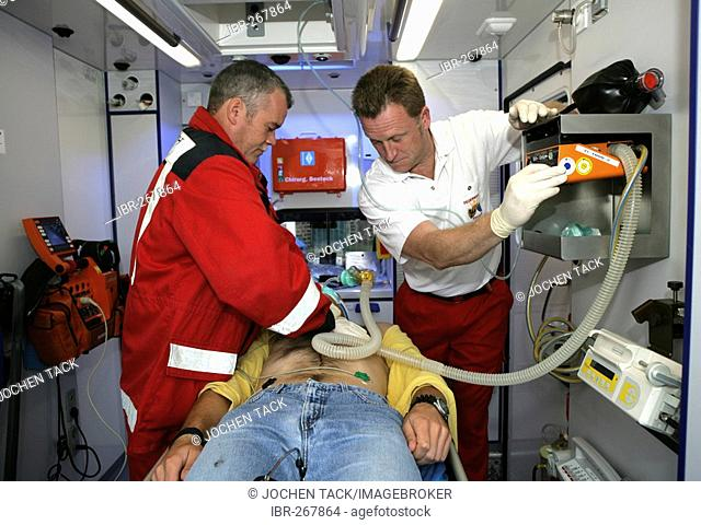 DEU Germany : Rescue paramedics in an ambulance truck attempt at resuscitation after a cardiac arrest. Training situation. |
