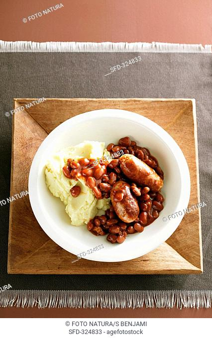 Spanish sausages with kidney beans and mashed potato