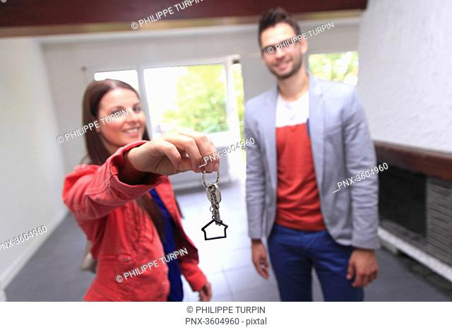 France, couple in search for a housing