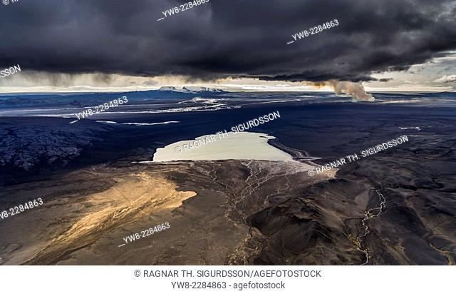 Lake Dyngjuvatn with the Holuhraun Eruption, by Bardarbunga Volcano, Iceland. August 29, 2014 a fissure eruption started in Holuhraun at the northern end of a...