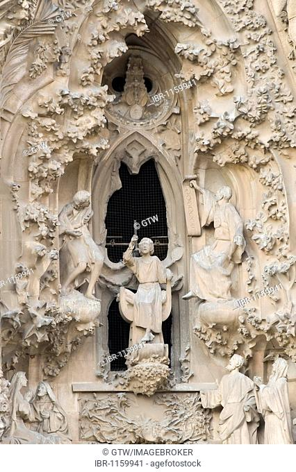 Sculptures of the nativity façade, La Sagrada Família or Expiatory Temple of the Holy Family, Unesco World Heritage Site, Barcelona, Catalonia, Spain, Europe