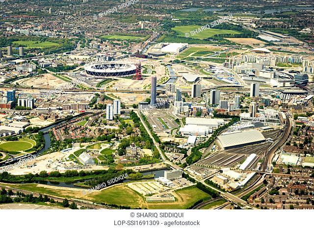 England, London, River Thames. Aerial view of Stratford and Queen Elizabeth Olympic Park