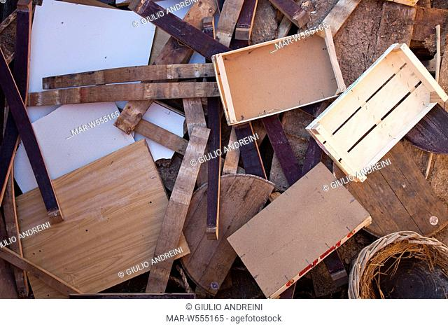 wood, separate collection of trash, landfill