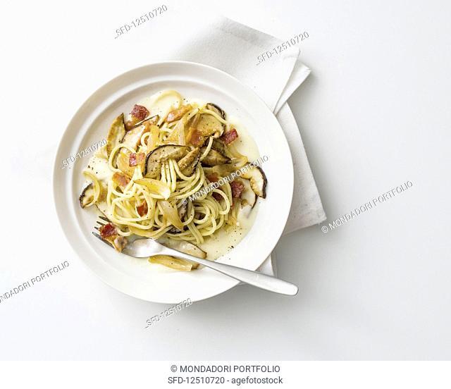 Spaghetti ai porcini con fonduta di grana padano (pasta with porcini mushrooms and cheese sauce, Italy)