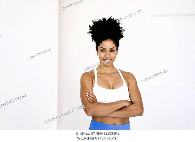 Young fit woman standing with arms crossed