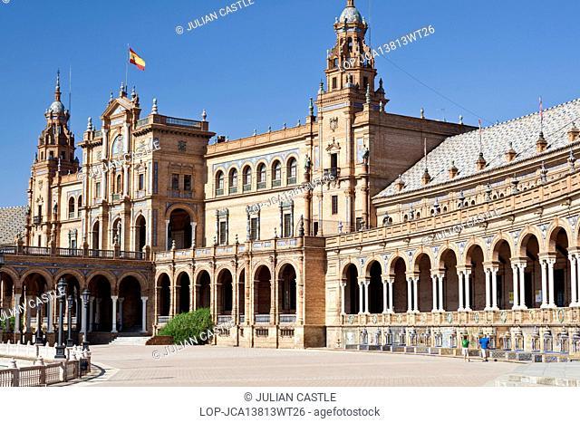 Spain, Andalucia, Seville. Plaza de Espana