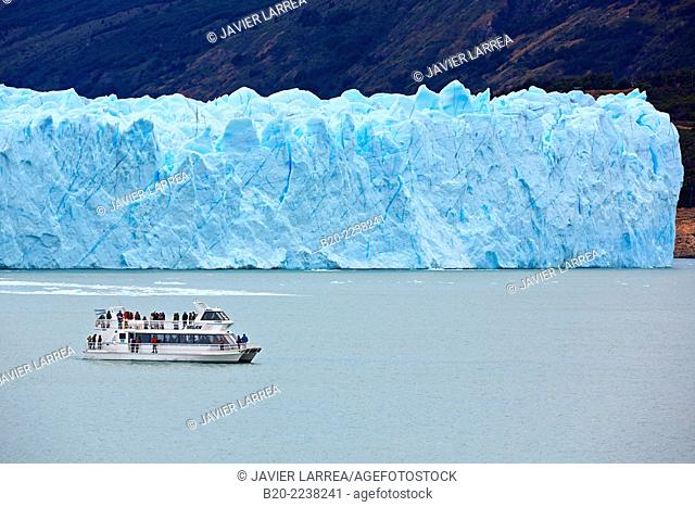Boat trip on Argentino Lake. Perito Moreno glacier. Los Glaciares National Park. Near El Calafate. Santa Cruz province. Patagonia. Argentina
