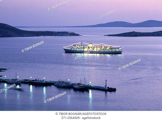 Greece, Cyclades, Mykonos, cruise ship,