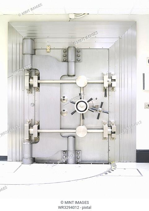 Closed Bank Vault Door the US Federal Reserve Bank of Chicago strong room