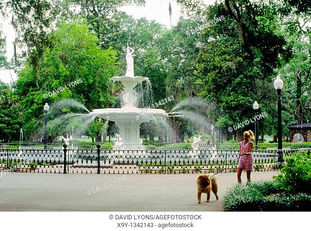 Fountain in centre of Forsyth Park in Savannah, Georgia, USA