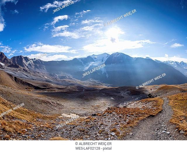 Italy, Trentino, Monte Cevedale, Punta San Matteo, hiker far-away