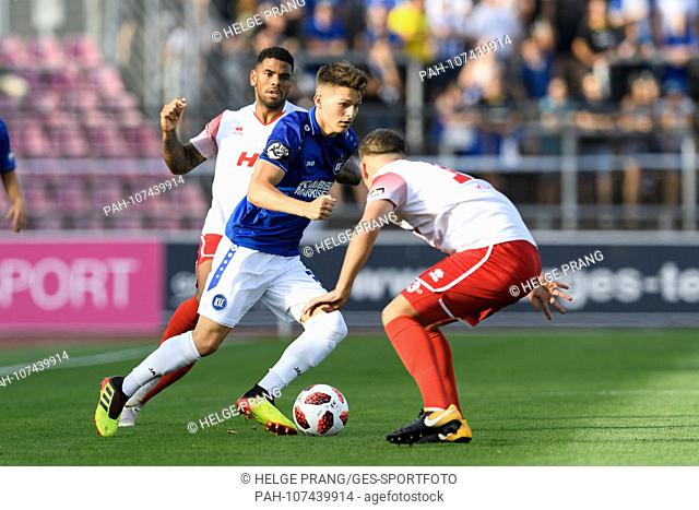 Florent Muslija (KSC) in duels with Alem Koljic (Koeln). GES / Soccer / 3rd League: SC Fortuna Koeln - Karlsruher SC, 07.08