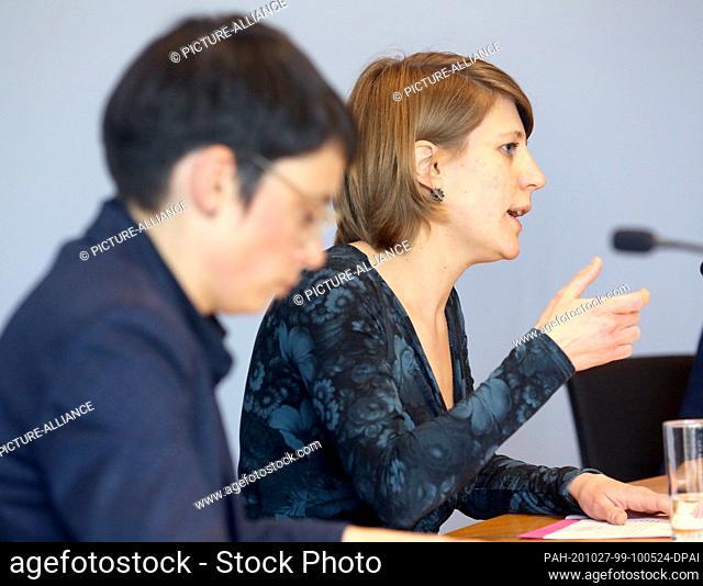27 October 2020, North Rhine-Westphalia, Duesseldorf: Josefine Paul (l) and Verena Schäffer, the new chairpersons of the Bündnis 90/Die Grünen parliamentary...