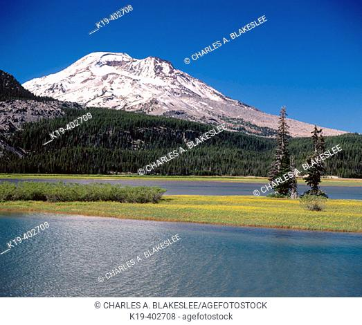 Sparks Lake, South Sister, Deschutes National Forest. Deschutes County, Oregon. USA