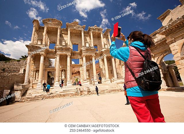 Tourist in front of the library of Celsus at the Roman ruins of Ephesus, Efes, Selcuk, Kusadasi, Turkey, Europe
