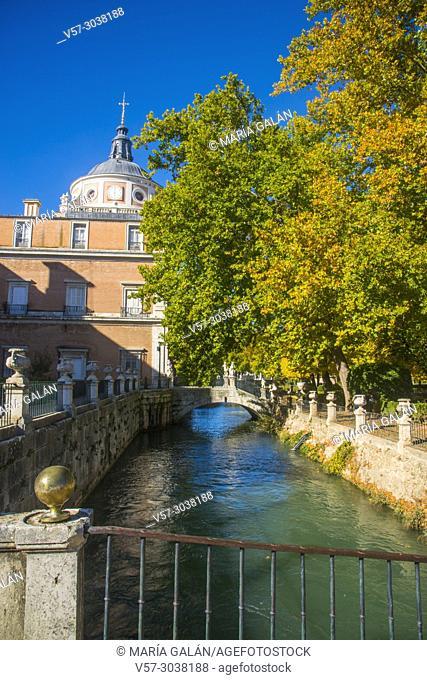 Royal Palace and La Isla gardens in Autumn. Aranjuez, Madrid province, Spain