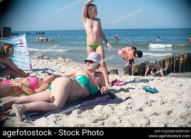 Poland, Chalupy in the Hel peninsula 11.08.2015. Mother and daughter on the beach. photo CTK/Grzegorz Klatka