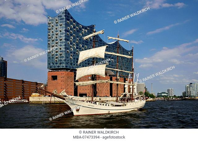 Europe, Germany, Hanseatic City of Hamburg, Elbe, Elbphilharmonie seen from the water, windjammer, Barque Artemis