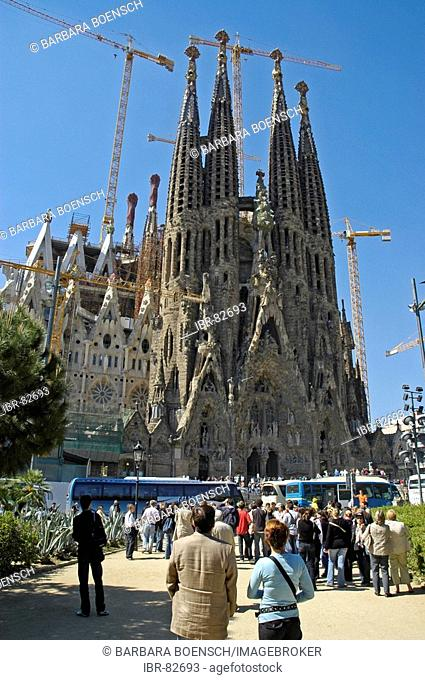 Tourists standing in front of the Sagrada Familia, Church of the Holy Family, architect Antoni Gaudo, Cathedral, Barcelona, Catalonia, Spain