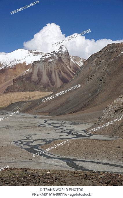 Landscape between Baralacha La Bara-Lacha-Pass, 4890m and Sarchu, Manali-Leh Highway, Lahaul and Spiti, Himachal Pradesh